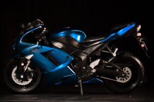 blå el motorcykel