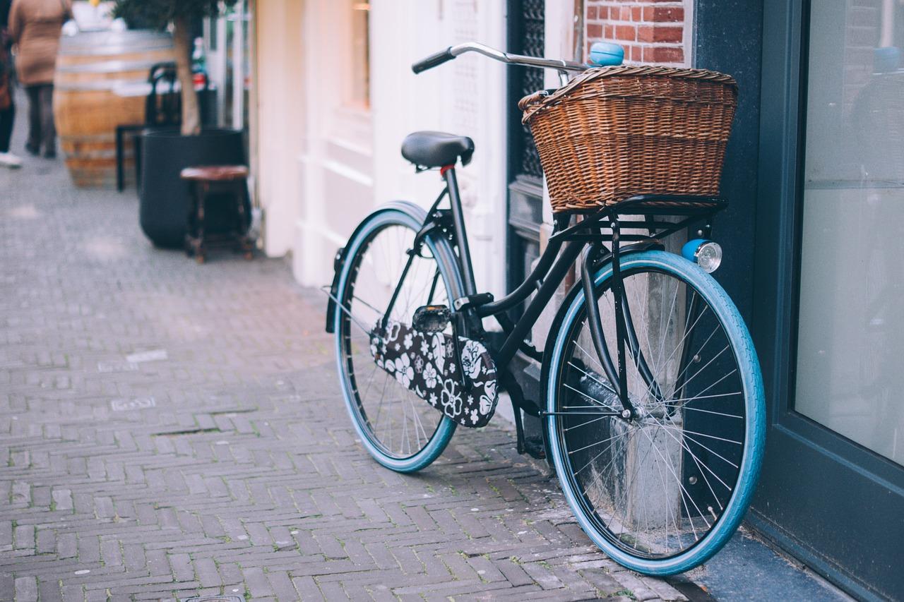 cykel med kurv