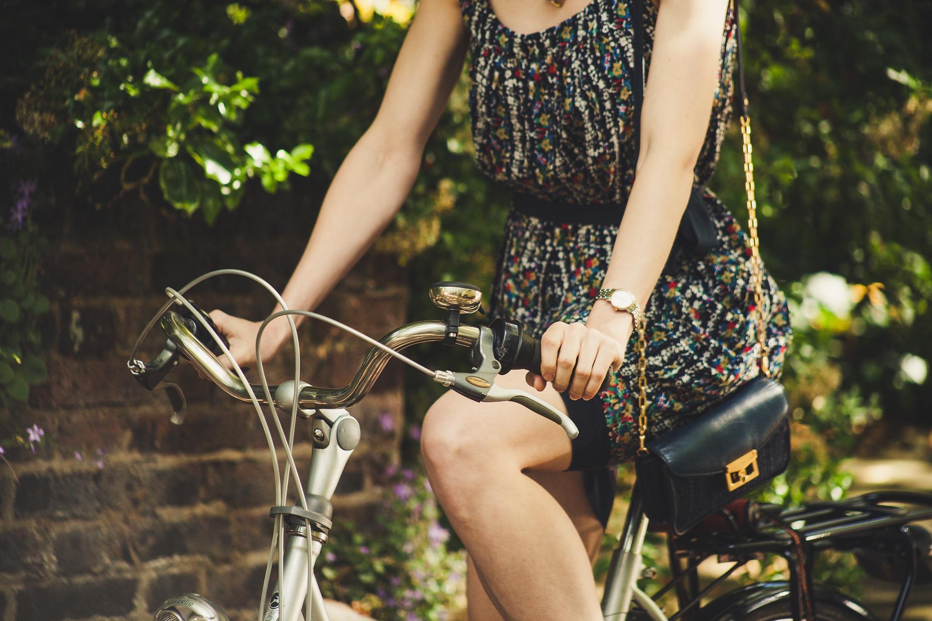 Kvinde på cykel