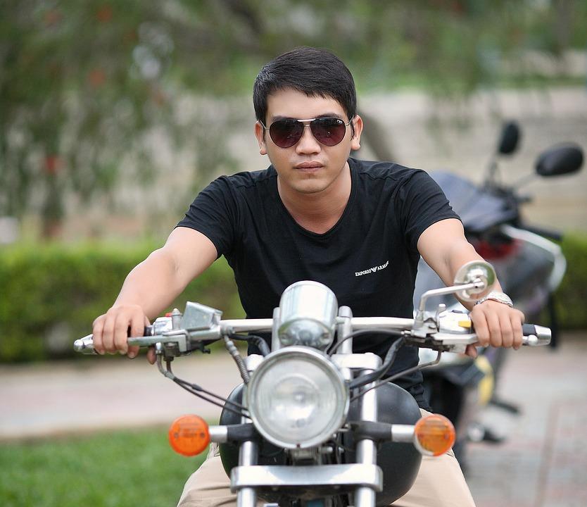 Mand på motorcykel