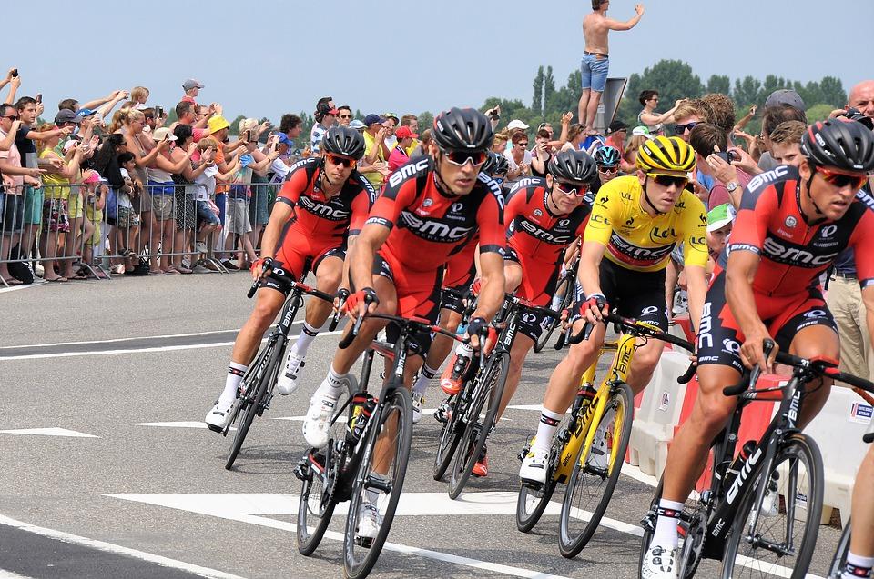 cykelryttere nær målstregen